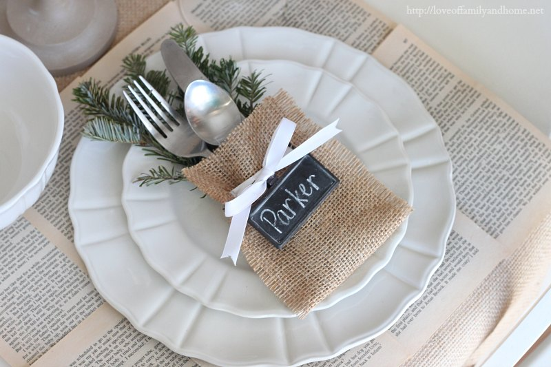 Easy, No-Sew Flatware Pouch {Crate & Barrel Knock-Off} Christmas Place Setting Idea
