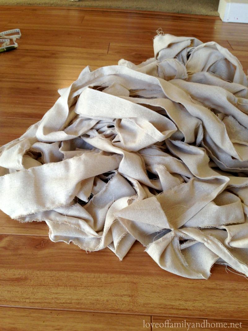 ruffled tree skirt 17