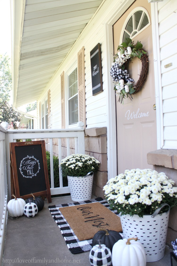 Wall Colour Inspiration: Black & White Fall Porch